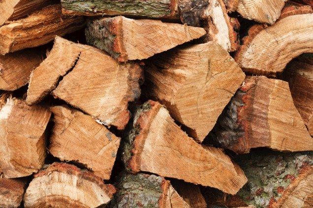 palivové dřevo na uzení